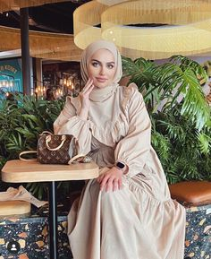 Modest And Classy Long Dresses That Will Make You Look Effortlessly Classy - Image:@fa.t1ma - Keep Reading To Get Some Great Inspirational Looks - Modern Street Style - Hijab Fashion Inspiration - Hijab Summer Dress - Street Style Outfit - Casual Modest Dress - Muslim Girls Inspiration Instagram - Hijabi Outfits Casual - Modest Fashion Muslimah - Modest Dresses - Hijab Fashion Summer - Simple Summer Outfits - #longsleevedress #chichijab #casualdressesforsummer #hijab #muslimah #hijaboutfit Hijab Fashion Summer, Modest Fashion, Fashion Outfits, Modest Dresses, Summer Dresses, Modern Street Style, Simple Summer Outfits, Hijab Fashion Inspiration, Hijab Outfit