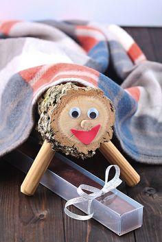 Caga tió  Tradició infantil,  el tronc caga dolços per nadal