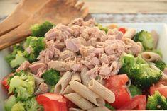 Kuchnia w wersji light: Sałatka z pełnoziarnistym makaronem i tuńczykiem Lunch, Chicken, Food, Diet, Eat Lunch, Essen, Meals, Lunches, Yemek