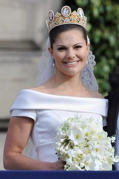 Favorite Outfits of Crown Princess *The Wedding Dress by Par Engsheden. This is by far one of my favorite Wedding dresses. Victoria wore it on her Wedding day to Daniel Westling on. Royal Wedding Gowns, Wedding Tiaras, Royal Weddings, Wedding Dresses, Princess Wedding, Wedding Bouquet, Princess Victoria Of Sweden, Crown Princess Victoria, Queen Vic