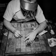 Composing the ?Sports Page? for the Printing Press - New York Times 1942 Rare Historical Photos, Rare Photos, Vintage Photos, Vintage Photographs, Newspaper Printing, Printing Press, History Photos, History Facts, New York Times