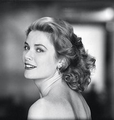 """""""Grace Kelly: Floating on Chiffon"""" by Lisa Waller Rogers - American actress Grace Kelly looks over her shoulder in Hollywood, California, March In April Kelly married Rainier III, Prince of Monaco, and became Her Serene Highness the Princess of Monaco. Glamour Hollywoodien, Old Hollywood Glamour, Hollywood Stars, Classic Hollywood, Hollywood Magazine, Hollywood Divas, Timeless Beauty, Classic Beauty, True Beauty"""