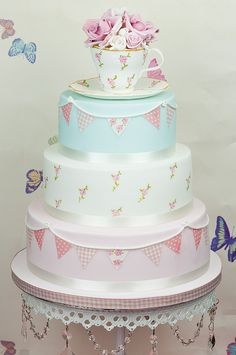 Cake Art -- Vintage Tea Party Cake The Cute Cupcake Company - Gravesend Gorgeous Cakes, Pretty Cakes, Amazing Cakes, Cake Candy, Vintage Tee, Vintage Pearls, Dessert Oreo, Tea Party Wedding, Wedding Cake Toppers