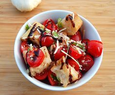 Tomato Bread Salad is perfect for a late crop of tomatoes to give you a mouthful of summer. Barbecue Recipes, Entree Recipes, Appetizer Recipes, Dessert Recipes, Appetizers, Cooking Recipes, Tomato Bread, Bread Salad, Balsamic Reduction