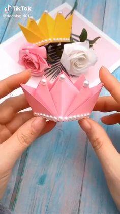 Diy Crafts Hacks, Diy Crafts For Gifts, Diy Arts And Crafts, Creative Crafts, Instruções Origami, Origami Videos, Paper Crafts Origami, Origami Crown, Simple Origami