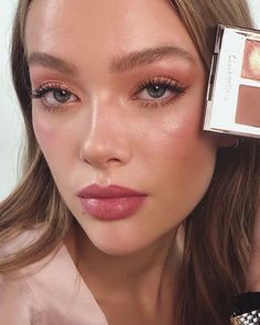 68 Best Natural Makeup Trends For 2020 Season - Chicbetter Inspiration for Modern Women - Natural Makeup For Teens, Best Natural Makeup, Soft Makeup, Glowy Makeup, Makeup For Brown Eyes, Pink Makeup, No Make Up Makeup, Beach Makeup Look, Luminous Makeup