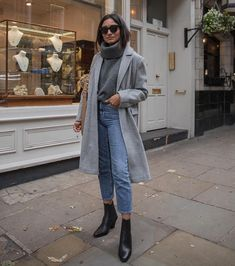 Grey overcoat for this winter Fashion Casual, Look Fashion, Casual Outfits, Cute Outfits, Fashion Outfits, Fashion Mode, Night Outfits, Street Fashion, Retro Fashion