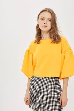 Look to head-turning colour by opting for our puff sleeve crop top. This directional style boasts structured puff sleeves and a bold sunshine orange hue that's completely on trend. Black And White Skirt, Smart Outfit, Neue Outfits, Cool Outfits, Fashion Outfits, Fashion Sewing, Character Outfits, Clothing Patterns, Everyday Fashion