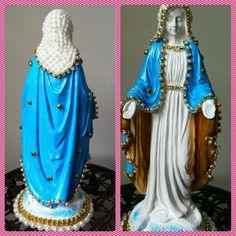 Nossa Senhora das Graças, em gesso, com manto pintado na cor azul, detalhes em dourado, pérolas e strass.