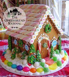 Homemade Gingerbread House, Gingerbread Christmas Decor, Cool Gingerbread Houses, Gingerbread House Designs, Gingerbread House Parties, Gingerbread Village, Christmas Goodies, Christmas Candy, Christmas Treats