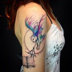 33 Awesome Owl Tattoo Design for All Time Nerdy Tattoos, Body Art Tattoos, Tattoo Drawings, Tatoos, Harry Potter Owl, Harry Potter Tattoos, Literary Tattoos, Rock Tattoo, Hp Tattoo