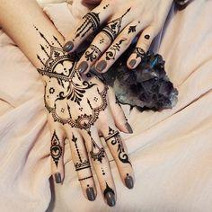 2,335 отметок «Нравится», 91 комментариев — Veronica Krasovska (@veronicalilu) в Instagram: «Love this #amethyst color✨ #Henna glove & fingers, my favorites - middle and little fingers on the…»