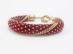 Kundenspezifisch konfektioniert. Dieses Armband ist als Beispiel gemacht; Es ist jetzt nicht verfügbar gemacht werden kann, wenn bestellt Es dauert etwa 1-2 Wochen zzgl. Lieferzeit machen. Anpassbare Größe (benutzerdefinierte Länge) ist erhältlich. (Um Ihre Armband-Größe zu erhalten, nur messen Sie Ihr Handgelenk mit einem Maßband genau zu, und fügen Sie dann über einen Zoll um Bewegung zu ermöglichen.) Perlen Armband rot Polka Dot ist ein sehr hell und bunt Armband, die dich glücklich…