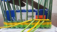 Плетение которое я вам покажу применимо для изделий у которых количество главных трубочек кратно 4 (делится на 4). Вставляем 4 трубочки нужного вам цвета как изображено на фото. фото 10