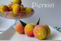 Retete Culinare - Piersici Romanian Desserts, Romanian Food, Marzipan, Sweet Treats, Deserts, Strawberry, Food And Drink, Peach, Cooking Recipes