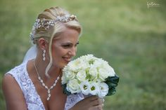 A füstös esküvői fotózás Pomázon - Esküvői fotós, Esküvői fotózás, fotobese Crown, Fashion, Moda, Corona, Fashion Styles, Fasion, Crowns