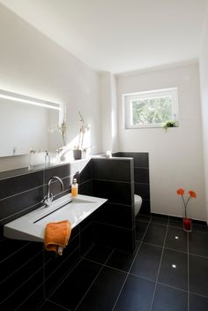 badezimmer mit dunklen fliesen badezimmer pinterest. Black Bedroom Furniture Sets. Home Design Ideas