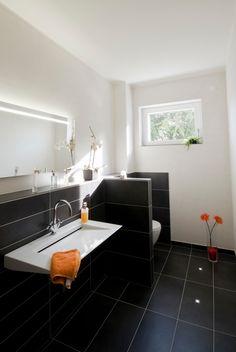 modernes japanisches einfamilienhaus badezimmer rot fliesen, Hause ideen