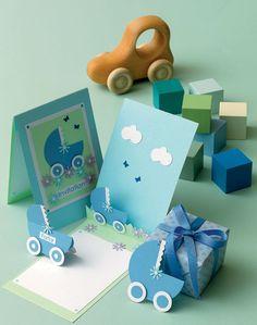 De søde invitationer og bordkort til dåbs- eller navnefesten kan også anvendes som lykønskningskort til de nybagte forældre. Baby Bach, Bebe Shower, Origami, Baby Scrapbook, Table Cards, For Your Party, Kids Cards, Holidays And Events, Diy Paper