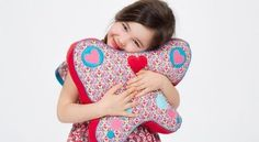 Faça almofada borboleta para enfeitar o quarto de sua garota, além de deixar cantinho dela mais conf