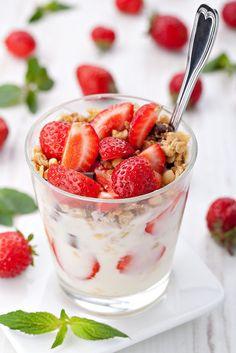 Coppette di frutta allo yogurt