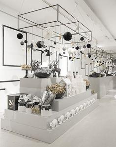 Scandinavian design shop by interior scandinavian minimal lifestyle black. Display Design, Design Shop, Showroom Design, Shop Front Design, Shop Interior Design, Display Ideas, Frame Display, Florist Shop Interior, Retail Store Design