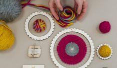 Weaving DIY kit, circular loom, comb, needle and merino wool Circular Loom, Giant Knitting, Loom Weaving, Textile Artists, Yarn Needle, Diy Kits, Crochet Hooks, Macrame, Kids Rugs