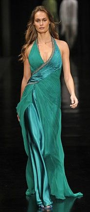 vestido básico e elegante.