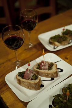 Pinchos in Éspaña Aperitivos Finger Food, Tapas, Spanish Food, Bon Appetit, Street Food, Spain, Dishes, Drinks, Eat