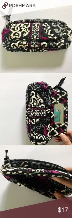 Vera Bradley Canterberry Magenta Cosmetic Pouch Vera Bradley Small Cosmetic Bag With Mirror EUC Canterberry Magenta   Great used shape at a fraction of the original cost of: $34  Great if you have the rest to match!! Vera Bradley Makeup