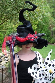 Amazing Whimsical Witch Hat...hmmm...monster mud to hold form?