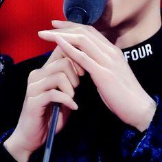 Sehun, Selca Baekhyun, Jimin, Pretty Hands, Beautiful Hands, Funny Quotes Tumblr, Funny Memes, Taehyung, Funny Kids Homework