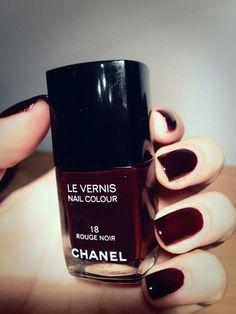 Chanel Le Vernis in Rouge Noir