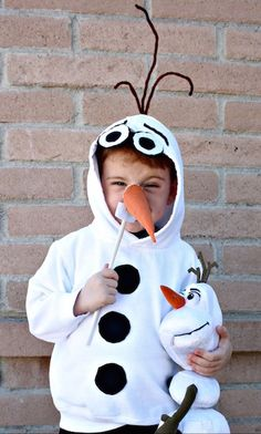 """Olaf (for K) Do you wanna build a snowman? Most toddlers will say """"yes!"""" This adorable DIY Olaf costume will definitely be a hit this Halloween. And Karen over at Desert Chica says the hardest part of making it is finding a white hooded sweatshirt. Diy Costumes For Boys, Boy Costumes, Disney Costumes, Halloween Costumes For Kids, Halloween Crafts, Costume Ideas, Children Costumes, Halloween Stuff, Halloween Outfits"""