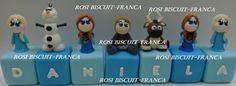 Cubos decorados tema frozen biscuit <br> <br>Valor se refere a unidade,é por peça 20,00 cada cubo <br> <br> <br> <br>Por serem peças artesanais,poderá haver variações nas cores e tamanhos. <br> <br> <br> <br>cubos: 5 x 5 x 5 <br>cubos + personagens : 10 cm em media
