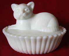 Westmoreland Milk Glass Cat Kitten on Nest Candy Box