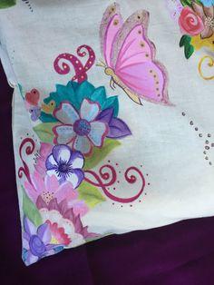 Bonita bolsa de tela, para tus compras. Diseño original y único. Pintada a mano con pinturas textiles de alta calidad, se puede lavar con agua fría y plancharlas del revés para mantenerlas impecables. Bolsa de algodón 100% natural. Su tamaño es de 40 cm (16) de alto, y 37 cm (14) de