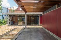 Casa Azul   Galeria da Arquitetura Outdoor Life, Outdoor Decor, Green Nature, Interior Exterior, Lava, Garage Doors, Around The Worlds, Architecture, Home Decor
