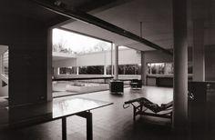 Le Corbusier – Charles-Édouard Jeanneret-Gris (1887-1965) | Villa Savoye | Poissy, France | 1928-1931 | Restauré en 1985 | Photo: Ken McCown