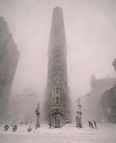 Winter is coming ❄️ We can promote your photos in our account. Check the link in our bio for instructions: Flatiron Building, New York. Photo by 💖 Good. Flatiron Building, Big Tower, Wanderlust Hotel, Destinations, New York Photos, Road Trip, Destination Voyage, Winter Photography, Interior Photography