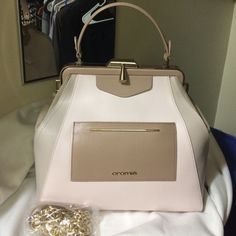 Cromia Bag!! Italian Genuine Leather!! Just one use!! Perfect for that elegance style. Cream pinkish color. Make an offer Cromia Bags Satchels
