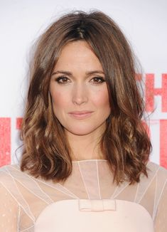 Love the nude makeup and if my hair doesn't grow by next year then I'll go for this length wavy hair