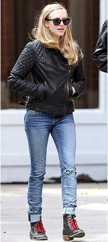 Les Mis star Amanda Seyfried looks awesome in skinny jeans and a quilted black leather jacket. Get her style for the new year. Bonus—her shoes are available at Chinese Laundry!
