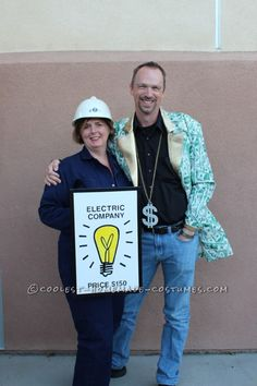 Monopoly Family Costume - Halloween Costume Contest via Halloween Costume Contest, Group Costumes, Creative Halloween Costumes, Halloween Outfits, Halloween Party, Halloween 2018, Halloween Ideas, Costume Ideas, Monopoly Party