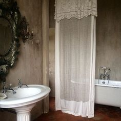I want all of it! #chateaumoissac #location #france #bathroom