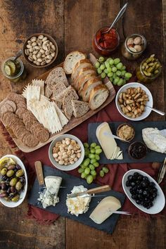 Cheese, wine, bread, olives, nuts and fruit make some delicious, easy to eat and sophisticated reading snacks.