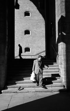 two men and a pigeon (by Simone Sander) Love Photography, Street Photography, Old Photos, Vintage Photos, Two Men, Christmas Carol, Light And Shadow, Pigeon, Cinematography