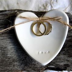 Looking for an alternative to a wedding ring pillow? Then this handmade ring dis - Ring Holder - Ide Tiffany Wedding Rings, Heart Wedding Rings, Wedding Bands, Ring Holder Wedding, Ring Pillow Wedding, Ring Holders, Biscuit, Cushion Ring, Earring Cards