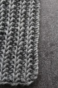 Knit men& scarf for beginners - Everything with heart simple jacket . , Knit men& scarf for beginners - Everything with heart simple jacket . Learn How To Knit, How To Start Knitting, Knitting For Beginners, Easy Knitting, Knitting Needles, Knitting Patterns, Knitting Ideas, Drops Design, Tricot Simple