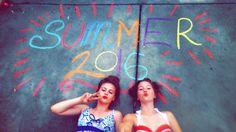 Summer sidewalk chalk idea 2016 Photoshoots Photo ideas Friendship goals Best friend pictures